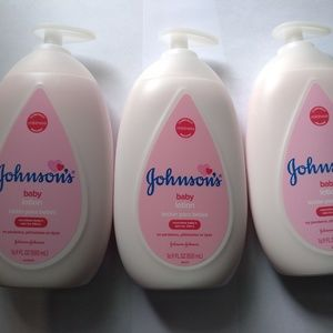 JOHNSON's Baby Lotion Nourishes Baby's Skin 24 Hrs